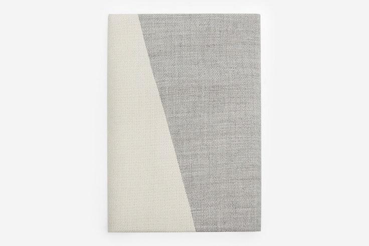 Bufanda bicolor en tonos grises de Cortefiel