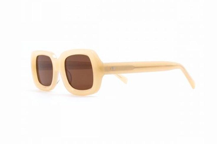 Gafas de sol de acetato en color beige de Titto Bluni. Disponibles en Soloptical